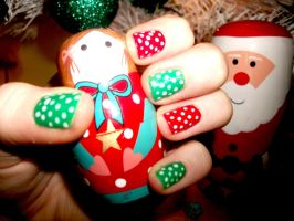 Red and green pokka dots Xmas nails by RoxysSlushPuppie