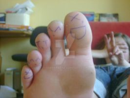 Smiling toes by Orryntha