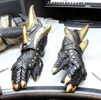 Dragon Armor Preview 2 (Gauntlets) by Azmal