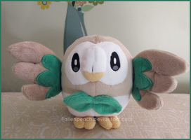:: Pokemon Rowlet Plush ::