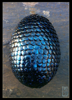 Iridiscent Black Dragonegg by Siobhan68