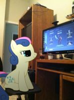 BonBon Enjoys TF2 by ShadyHorseman
