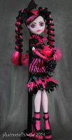 Monster High repaint Sweet Screams Draculaura by phairee004