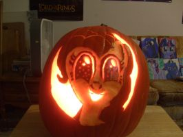 Pinkie Pumpkin lit up in low light by Pwnyville
