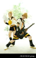 Vocaloid_Kagamine brothers by Dan-Gyokuei