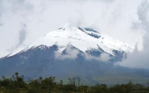 Volcan Cotopaxi by DracoFlameus