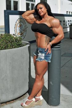 Muscled brunette by Turbo99