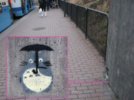 Totoro waiting for the tram by Karleksbarnet