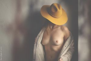 yellow hat by fotoPScz