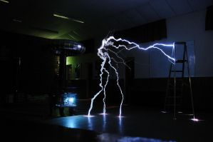 Tesla Coil Arcs to Floor and Ladder by teslaextreme