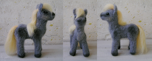 Woolen pony by Rimmo