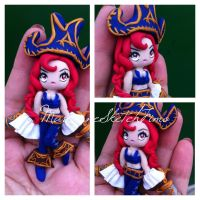 Pendant Miss Fortune - League of Legends by DarkettinaMarienne