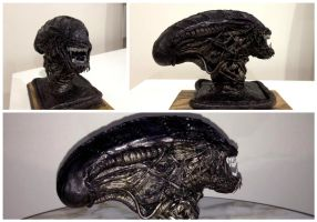 Alien Ravager Sculpture (Painted) by Malthuss