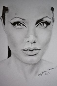 Angelina Jolie by HeleneSaether