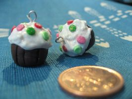 holiday sprinkled cupcakes by maytel