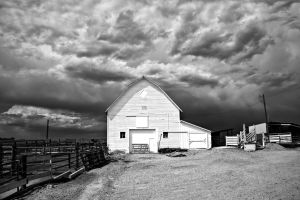 approaching storm and the croissant farm barn by eDDie-TK