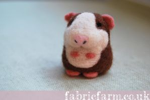 MINIATURE NEEDLE FELTED GUINEA PIG by fabricfarm
