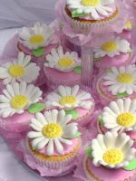 Daisy Cupcakes by Verusca