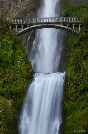 Classic Multnomah Falls Shot by AFL