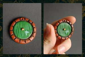 Hobbit Adventure Charm - door by theandro