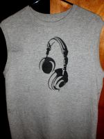 Headphones stencil shirt by Grafiquero
