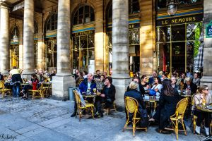Relaxing moment in Paris by Rikitza