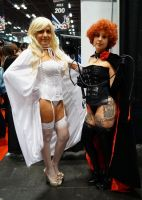 NYCC'14 White and Black Queens by zer0guard