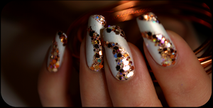 glittering nails by Tartofraises