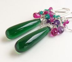 Emerald green and pink earrings by CreativityJewellery