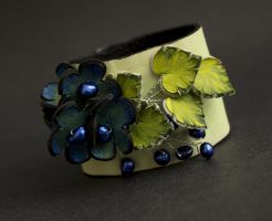 Floral leather cuff bracelet with pearls. by julishland