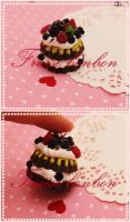 chocolate berries cake charm by Fraise-Bonbon