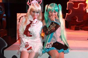 Lili and Miku on Stage by chenmeicai