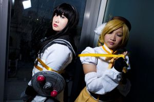 Homura and Mami 02 by matcha-au-lait