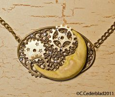 Steampunk moon necklace by skuggsida