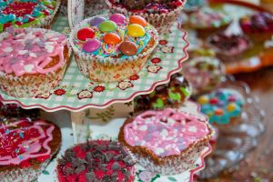 cup cakes in colours by jnneDesign