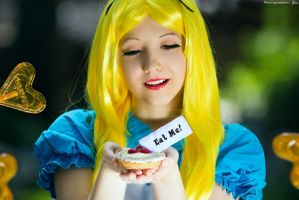 Alice in Wonderland - Eat me! by Ariru-lunaticOo