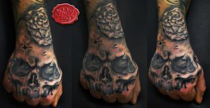skull and rose hand tattoo by loop1974