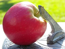 An apple in time by Who-i-am-4lyf