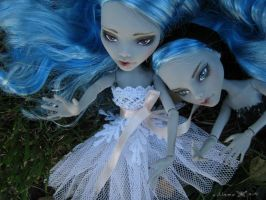 MH - Ghoulia sisters 01 by Malczewska