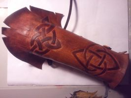 Wood elf celtic bracer by Hallwardo