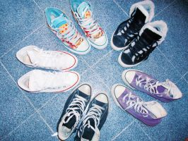 How much I love Converse by CarmenTheRiddLer