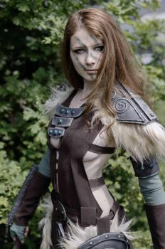 Aela The Huntress from Skyrim - Cosplay by yukinohanacosplayart
