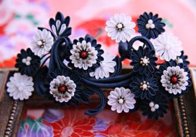The arabesque with flowers design kanzashi. by haru-mai
