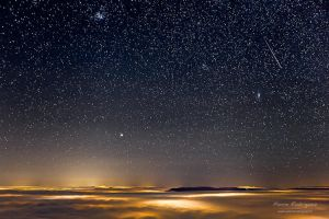 Shooting star and sea of clouds by PierreRodriguez