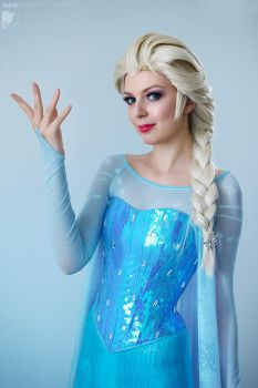 Elsa Costume Tribute by Rei-Doll